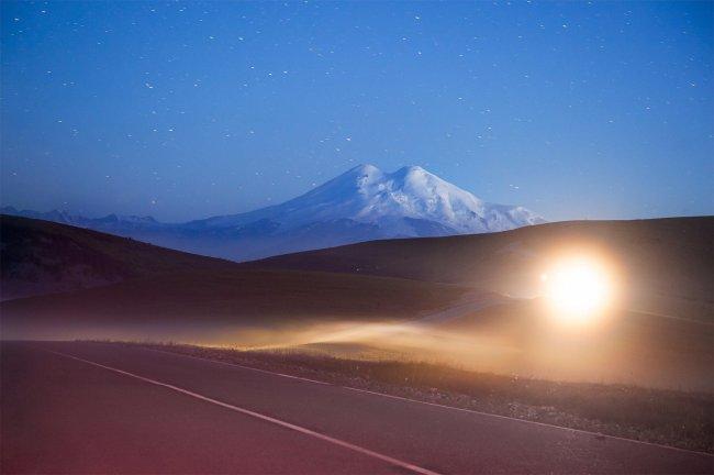 Ночной вид на Эльбрус