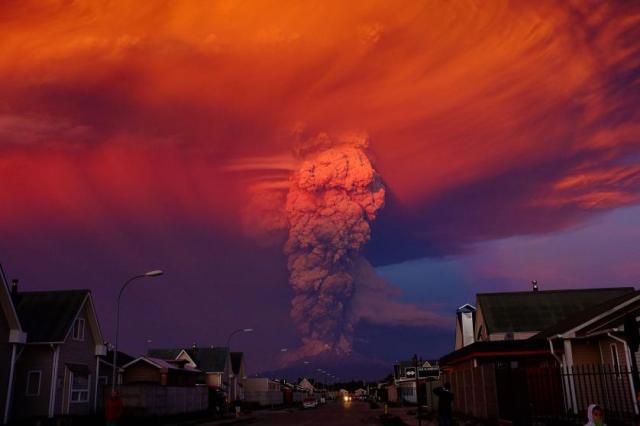 Crvena uzbuna za stanovnike Puerto Monta, Čile, nakon eksplozije vulkana Kalbuko, (22. april)