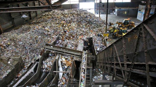 Recology, najveća fabrika za reciklažu u San Francisku svakodnevno prikuplja 100 tona kartona preostalog od narudžbina putem interneta. Foto: Džim Vilson/Njujork Tajms