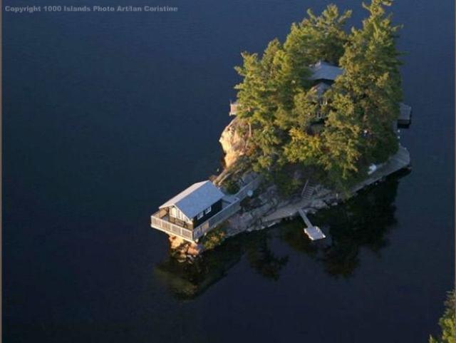 1000 Ostrva, reka Sent Lorens River: Arhipelag 1000 ostrva okuplja mnogobrojna majušna ostrva na kojim su nikle - majušne kuće