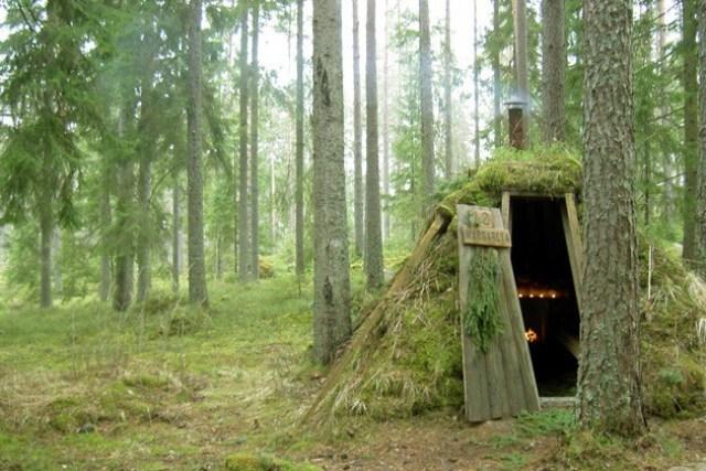 """Eko-Lođa"""" Kolarbyn, Švedska: Ova vikend-kućica pod tlom ukorenjena"""" je na više načina, ima jednostavan nameštaj i sasvim je u skladu sa svojim okruženjem"""