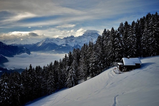 Chesieres, Švajcarska: Dubokom ukopana u sneg švajcarskih Alpa, topla vatra i vrući fondue - što vam više treba u životu?