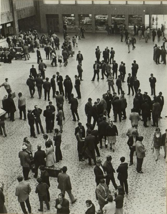 Sve fotografije: Album kluba Jugoslovena Jedinstvo, Beč, 1972, Poklon Josipu Brozu, Fond MIJ