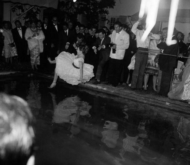 Ambiziozna glumica upada u bazen tokom festivalske žurke