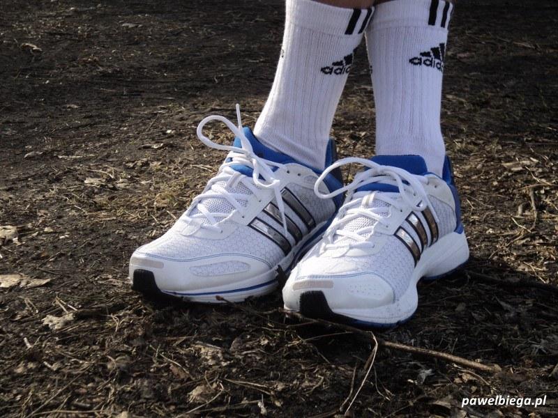 Adidas Supernova Glide 4m - skrzyżowane nogi