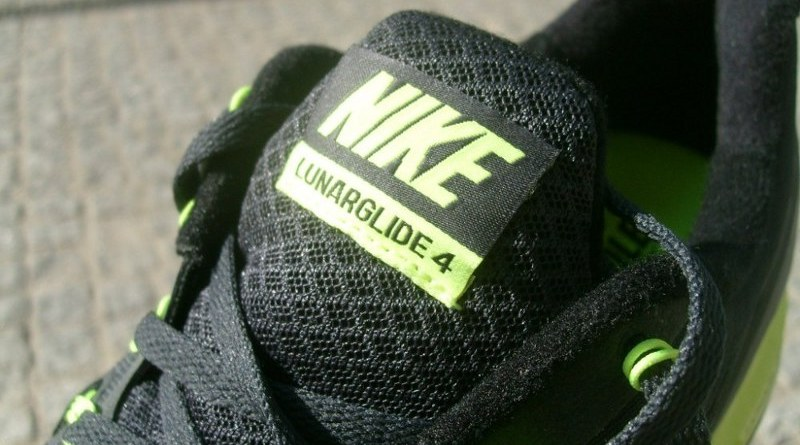 Nike LunarGlide+ 4 - język