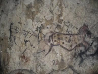 współczesne malunki naskalne w jaskini łabajowej na jurze krakowsko-częstochowskiej w okolicy krakowa
