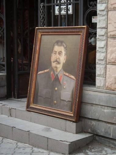 stalin na obrazie na ulicy stolicy gruzji tbilisi