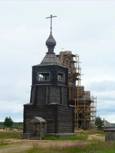 cerkiew w warzudze w rosji na półwyspie kolskim