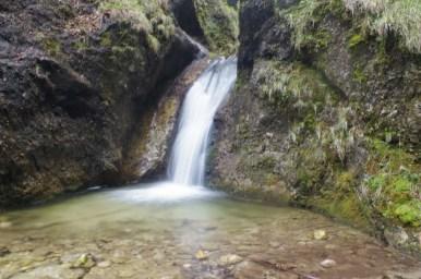 jeden z wielu wodospadów w słowackiej małej fatrze, ten w wąwozie dolne diery