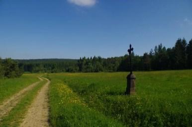 krzyż będący pamiątką po nieistniejącej wsi jasiel w beskidzie niskim