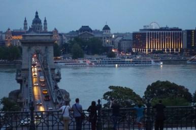 widok na most łańcuchowy w budapeszcie na węgrzech