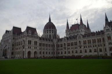 węgierski parlament w budapeszcie, widok od strony miasta