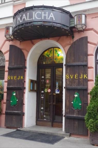 oryginalna szwejkowa restauracja u kalicha w pradze w czechach