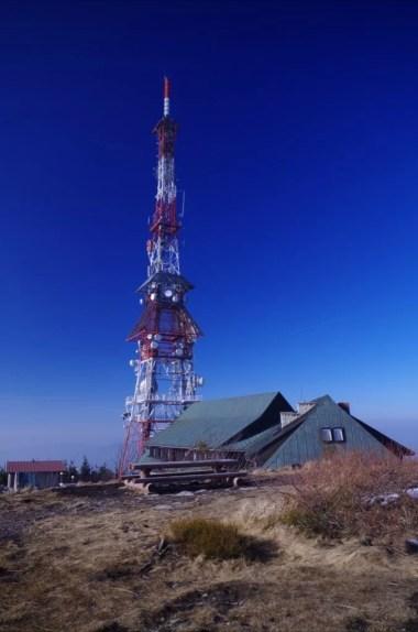 wieża przekaźnikowa na szczycie skrzycznego, najwyższej góry beskidu śląskiego