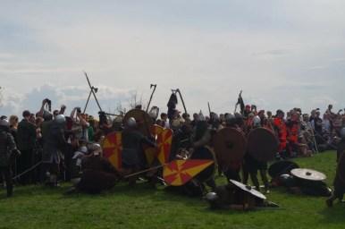 bitwa wojów podczas corocznego święta rękawki pod kopcem krakusa w krakowie