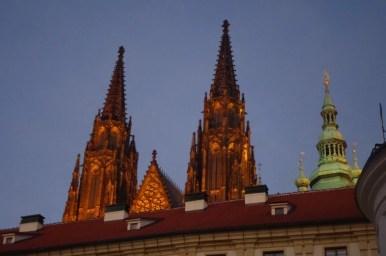 wieże katedry świętego wita na hradczanach w czeskiej pradze
