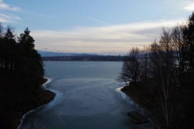 wilczy jar, widok na jezioro żywieckie z mostu na drodze wojewódzkiej z żywca do bulowic