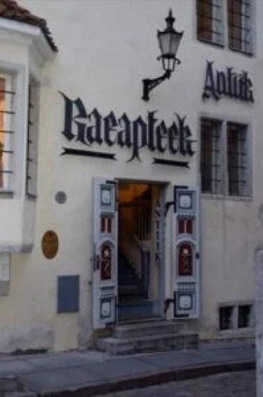 apteka ratuszowa na placu ratuszowym w tallinie w estonii