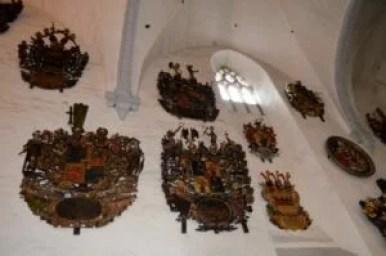herby we wnętrzu katedry najświętszej marii panny w tallinie w estonii