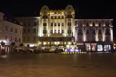 nocne hlavne namestie w bratysławie w słowacji