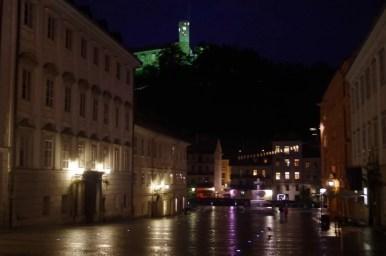 widok na zamek z placu novi trg w ljubljanie w słowenii
