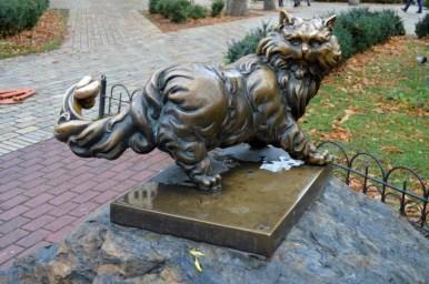 pomnik kota w kijowie na ukrainie