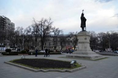 pomnik stefana wielkiego na placu w centrum kiszyniowa
