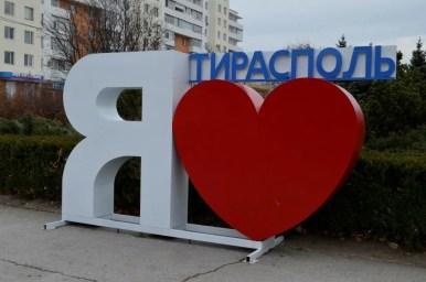 kocham tyraspol, instalacja na ulicach naddniestrza