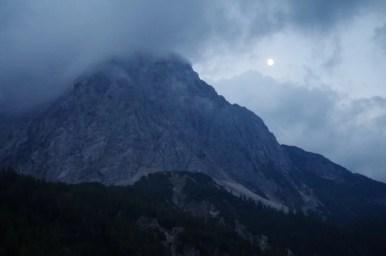 widok z przełęczy vrsic na prisojnik w alpach julijskich w słowenii