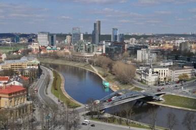 widok z wieży giedymina na nowoczesne wilno, litwa