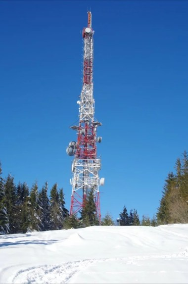 wieża przekaźnikowa na prehybie w beskidzie sądeckim