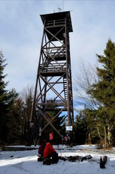 wieża widokowa na mogielicy, najwyższym szczycie beskidu wyspowego