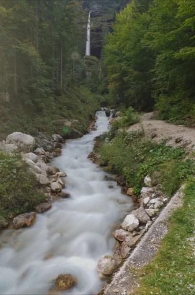 wodospad pericnik w alpach julijskich w słowenii