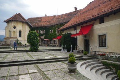 na zamku bled w alpach julijskich w słowenii
