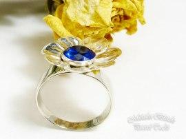Srebrny pierścionek.