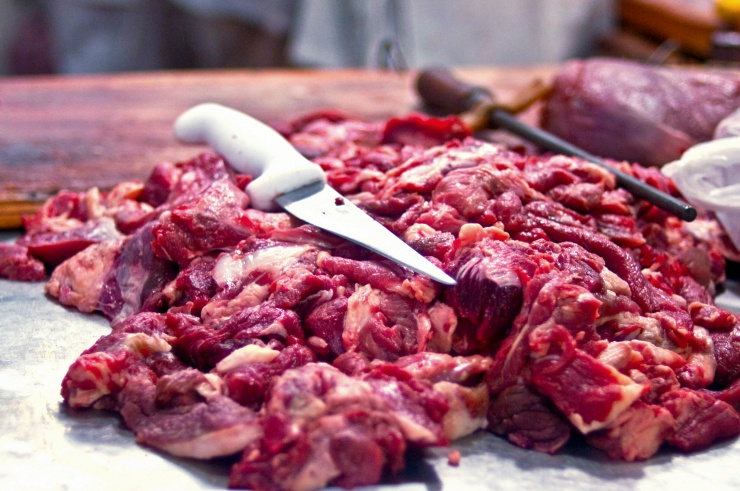 preparing raw meat chunks safely