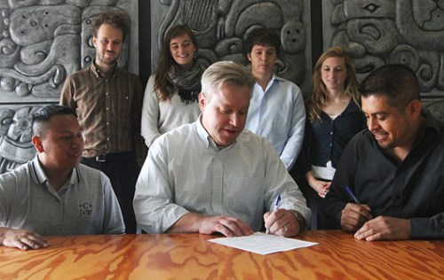 CIW and Chipotle sign the agreement!