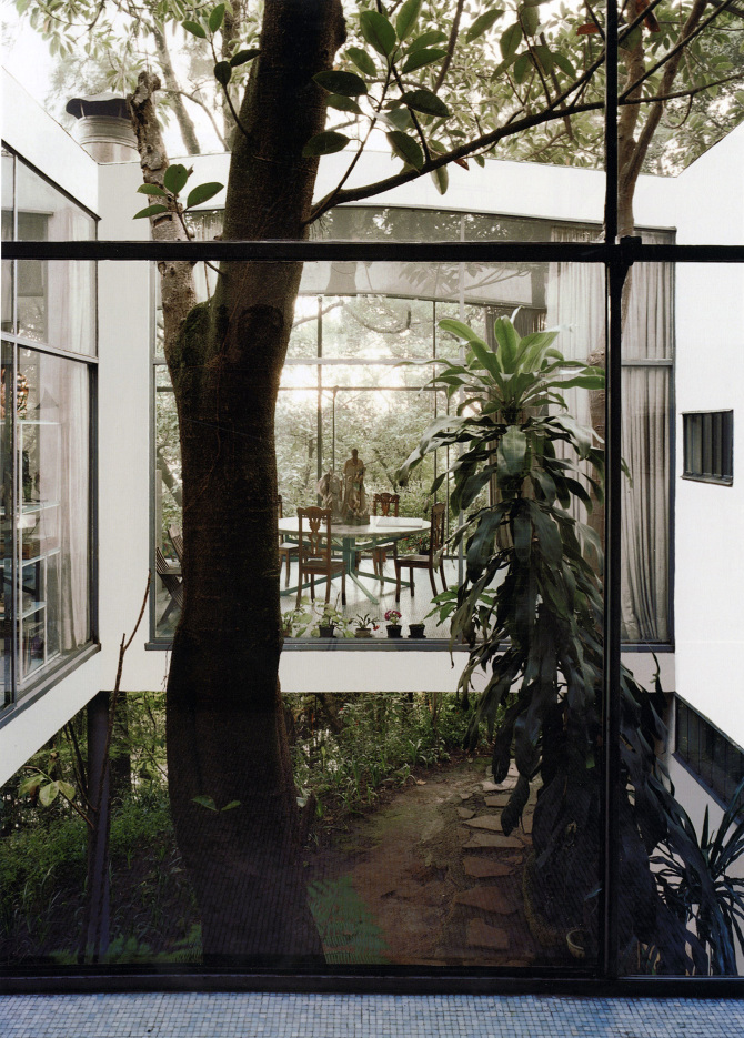 The Glass House  Lina Bo Bardi  from one backyard to another
