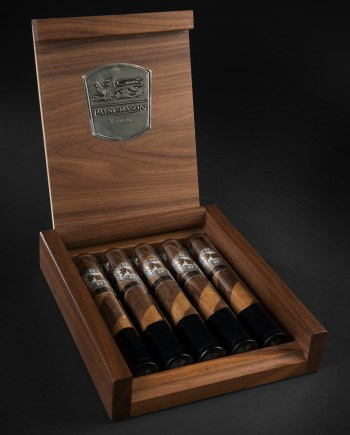 payne 10 cigars in glass gift set