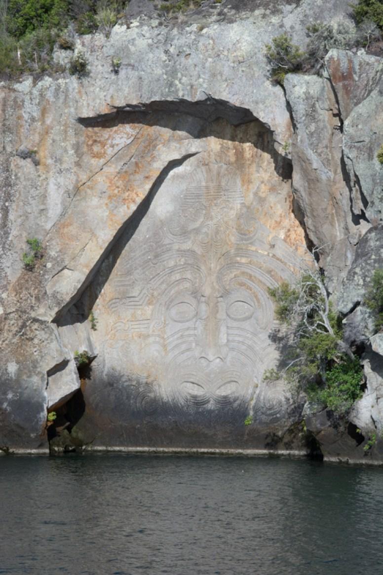 Sur le lac Taupo se trouver cette oeuvre Maorie