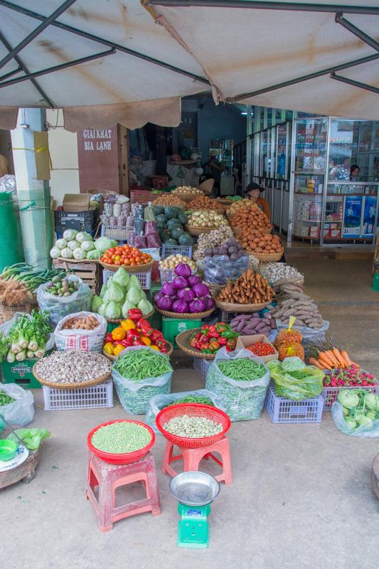 diversité des denrées au marché de Da Lat