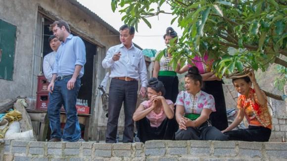 Observation de l'élevage avant le début de la session de formation - Formation volailles avec Entrepreneurs du Monde - http://paysansdavenir.com/entrepreneurs-du-monde-region-de-dien-bien-commune-de-na-thau-groupement-de-productrices-de-canard/
