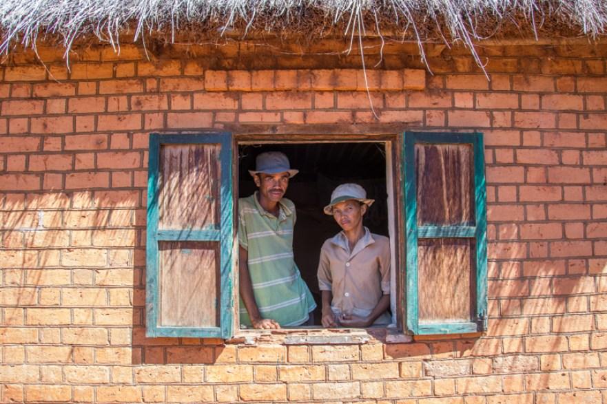 Je vous présente Dasise et sa femme, agriculteurs à Ambararatabé près de Tsiroamandidy à l'ouest de Tananarive à Madagascar !