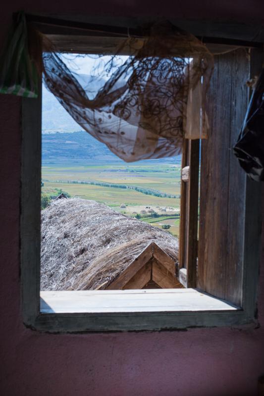 Vue de la fenêtre de Suzanne, agricultrice près de Fianarantsoa
