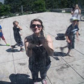 """Un petit tour à Chicago : moi toute fière de faire comme tout le monde et de me prendre en photo dans le reflet du """"bean"""" !"""