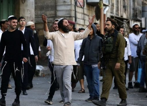"""اصابات في """"سلسلة"""" هجمات للمستوطنين في القدس والخليل"""