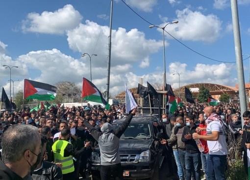 تظاهرة حاشدة في أم الفحم ضد الجريمة وتواطؤ الشرطة الإسرائيلية