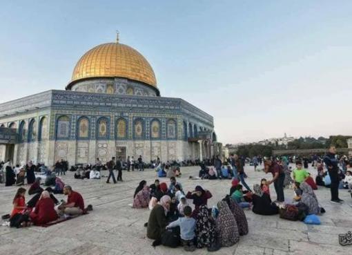 """الاحتلال يمنع ادخال وجبات الافطار للصائمين المتواجدين في """"الأقصى"""""""