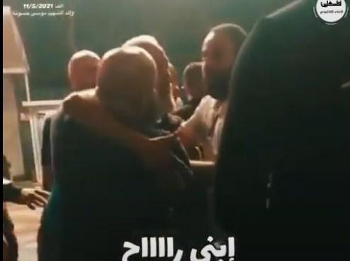 """شاهد بالفيديو: """"ابني راح .. موسى راح"""" صرخات والد شهيد القدس في اللد موسى حسونة"""